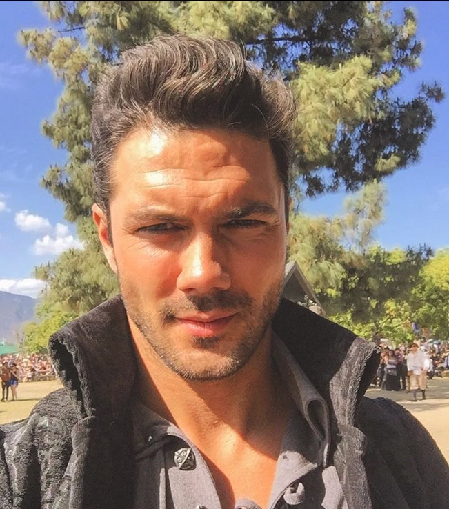 Ryan Paevey, General Hospital-https://www.instagram.com/p/BEnANpYDcJu/