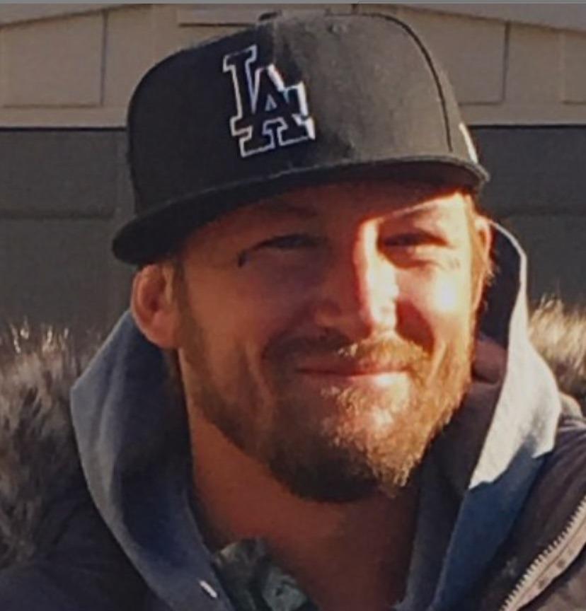 Elliott Neese, Deadliest Catch-https://www.instagram.com/p/BR2fUXcg2s0/