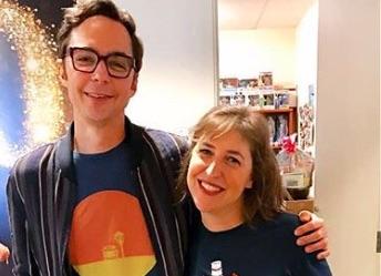 Jim Parsons, Mayim Bialik, Big Bang Theory, Carla-https://www.instagram.com/p/B2m2RQgB8BE/