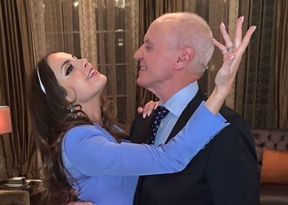 Elizabeth Gillies, Fallon, Alan Dale, Anders, Dynasty-https://www.instagram.com/p/Bt32zjDBeSw/