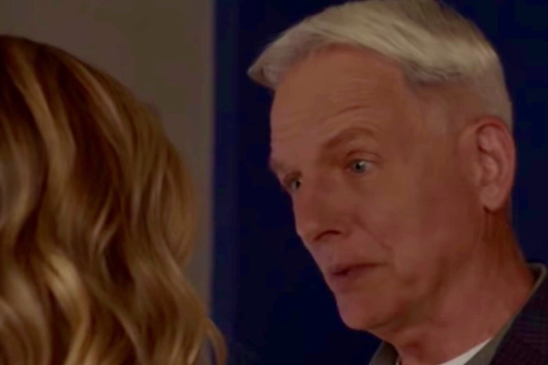 Mark Harmon, Gibbs, Maria Bello, Sloan, NCIS-https://www.youtube.com/watch?v=BLsKiKR1FGE