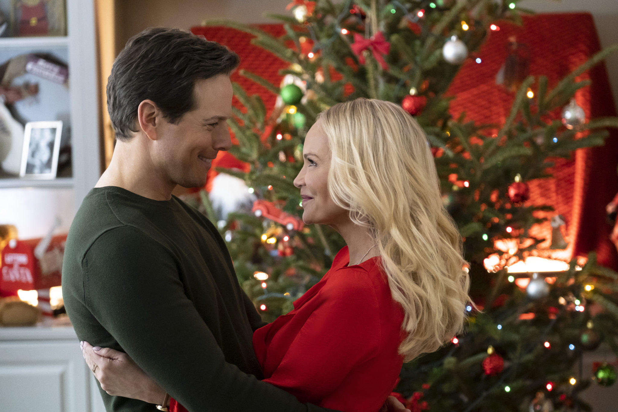 A Christmas Love Story, Photo: Scott Wolf, Kristin Chenoweth Credit: ©2019 Crown Media United States LLC/Photographer: Brian Douglas