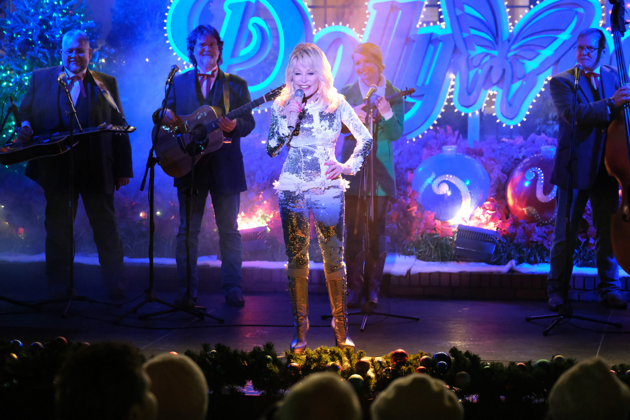 Christmas At Dollywood, Photo: Dolly Parton Credit: ©2019 Crown Media United States LLC/Photographer: Curtis Hilbun