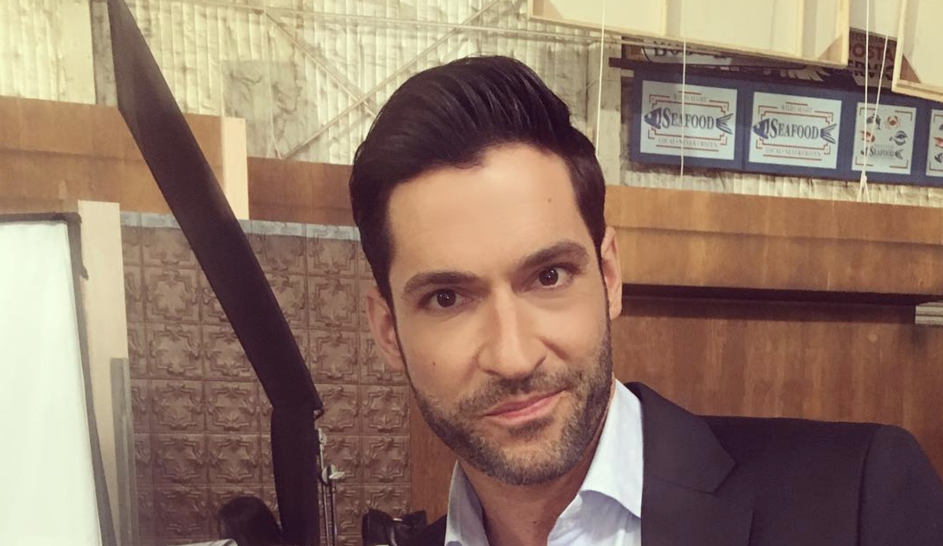 Tom Ellis, Lucifer-https://www.instagram.com/p/Bouf9c4loK4/