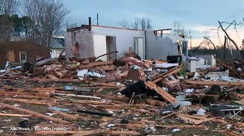 Duggar boys james and Jason help with tennessee tornadoes