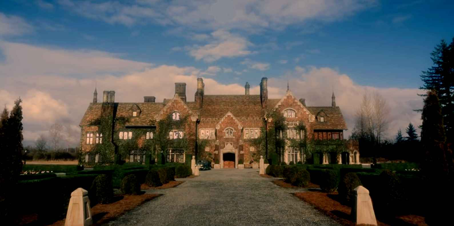 Netflix S The Haunting Of Bly Manor Creepy Second Trailer Released