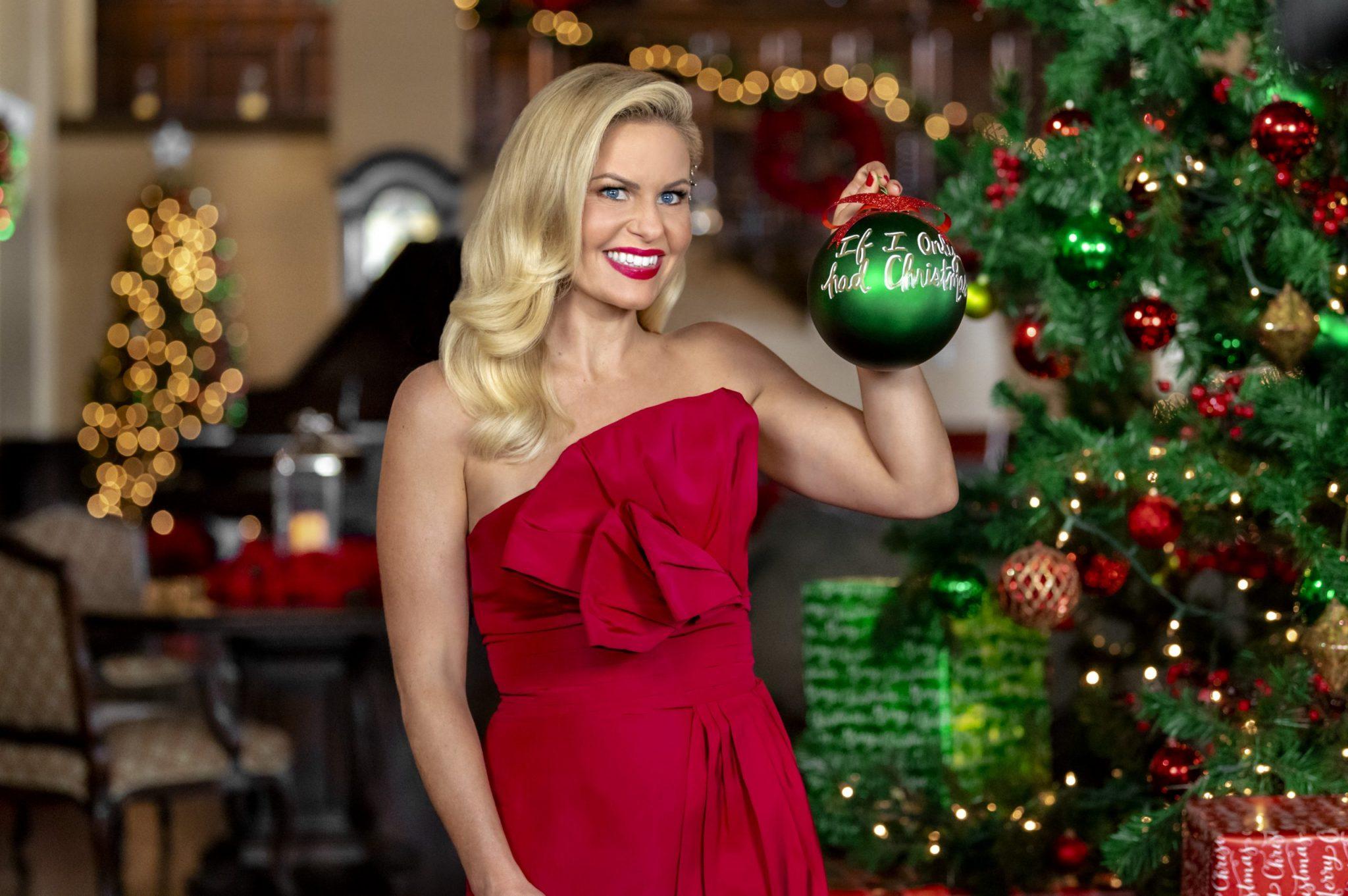 Hallmark Christmas, Candace Cameron Bure Credit: ©2020 Crown Media United States LLC/Photographer:Kim Nunneley/Alexx Henry Studios, LLC