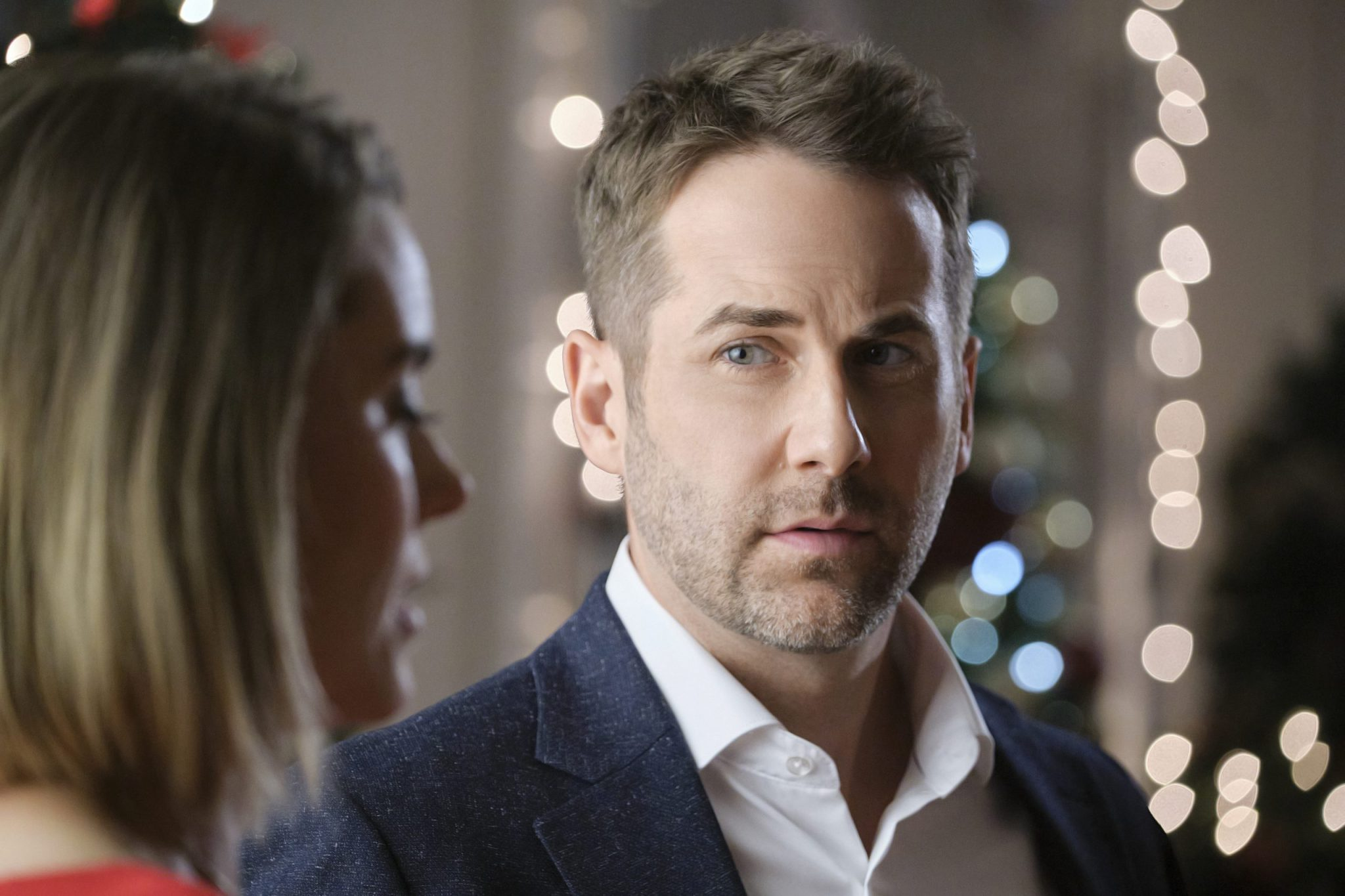 Hallmark, Never Kiss A Man In A Christmas Sweater, Photo: Niall Matter Credit: ©2020 Crown Media United States LLC/Photographer: Bettina Strauss