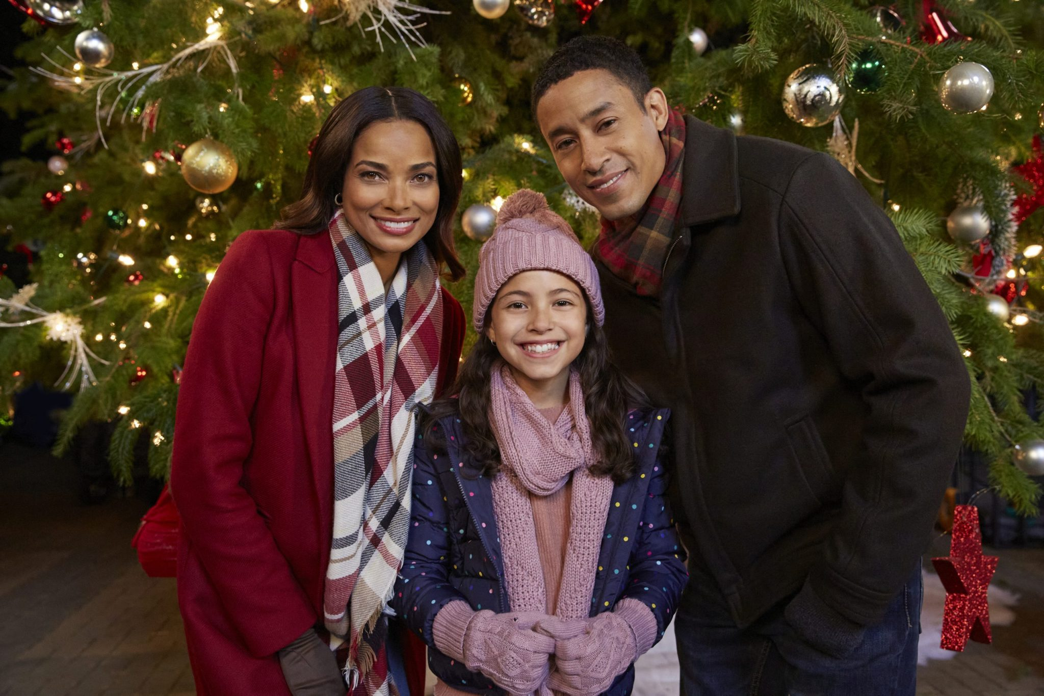 Hallmark, Christmas Tree Grows In Colorado, Photo: Rochelle Aytes, Grace Sunar, Mark Taylor Credit: ©2020 Crown Media United States LLC/Photographer: Ryan Plummer