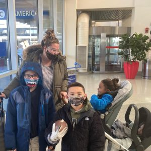 mom Kailyn Lowry at airport with sons