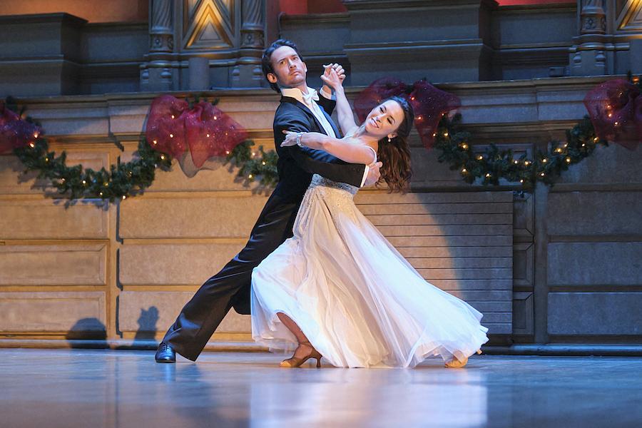 Hallmark, Christmas Waltz, Photo: Will Kemp, Lacey Chabert Credit: ©2020 Crown Media United States LLC/Photographer:Bettina Strauss