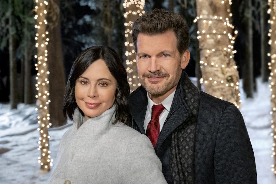 Hallmark, Meet Me At Christmas, Photo: Catherine Bell, Mark Deklin Credit: ©2020 Crown Media United States LLC/Photographer:Chris Large