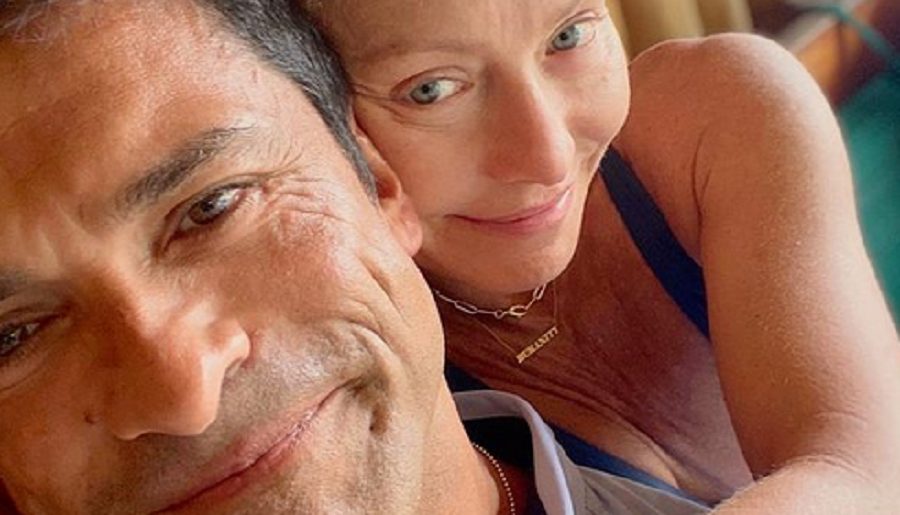 kelly ripa and mark consuelos instagram selfie