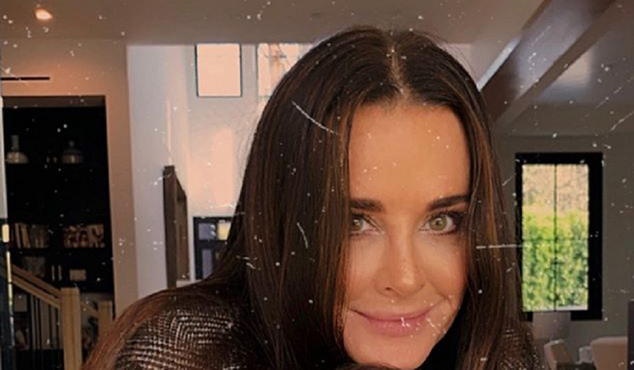 kyle richards instagrams selfie