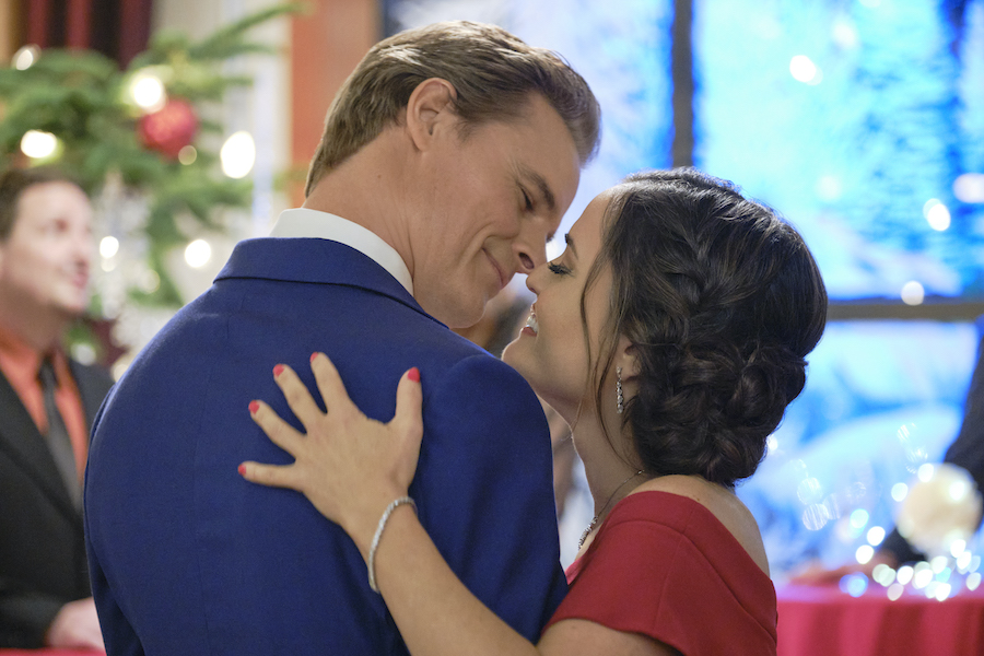 Hallmark, Christmas She Wrote, Photo: Dylan Neal, Danica McKellar Credit: ©2020 Crown Media United States LLC/Photographer: Allister Foster