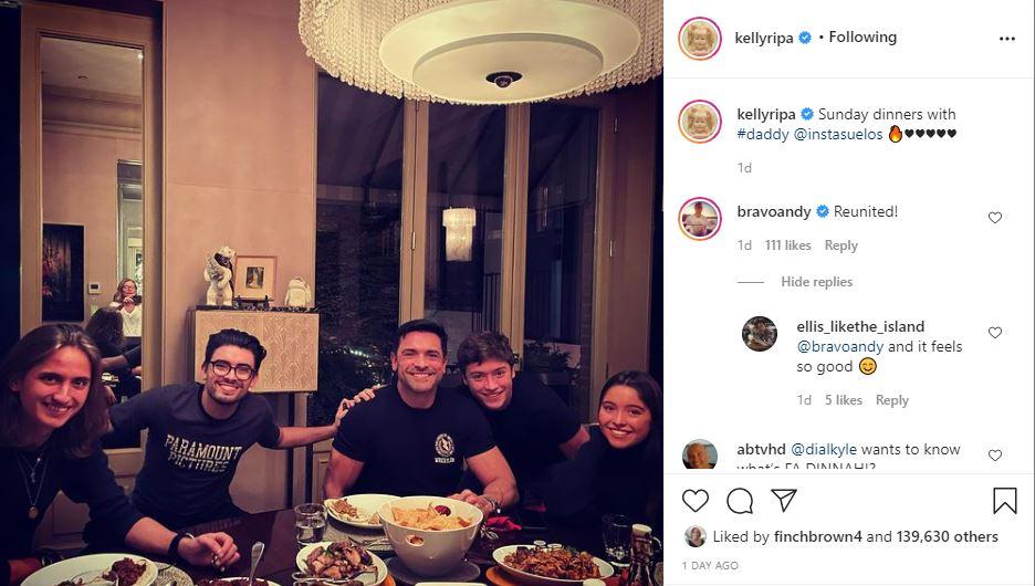 Kelly Ripa Mark Consuelos and the kids