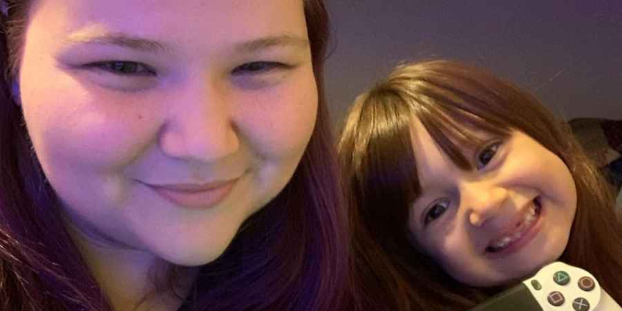 Nicole Nafziger of 90 Day Fiance and her daughter May
