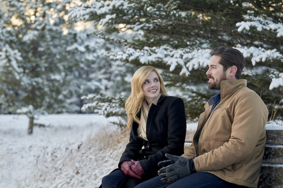Snowkissed, Hallmark, Photo: Jen Lilley, Chris McNally Credit: ©2021 Crown Media United States LLC/Photographer: Andrew Bako