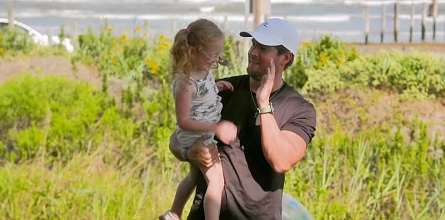 OutDaughtered Uncle Dale Throws beach party
