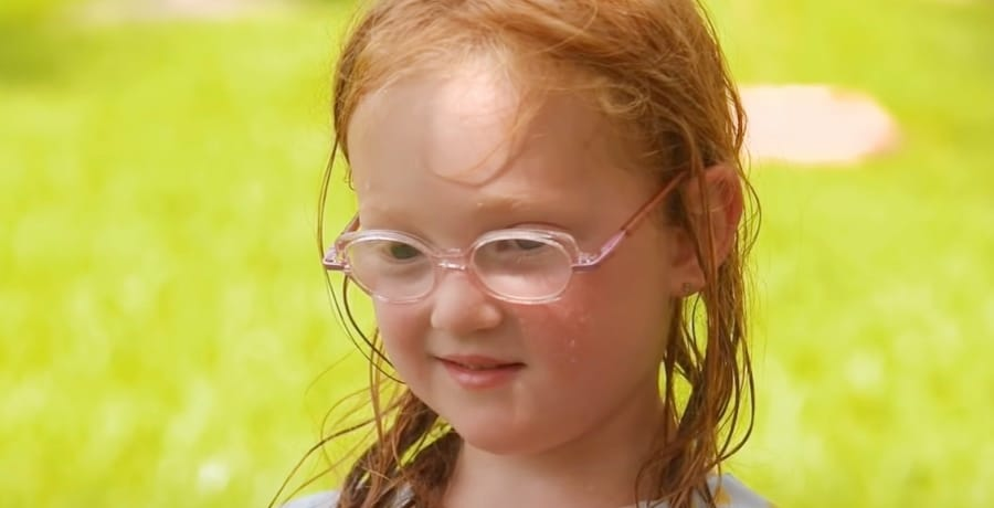 OutDaughtered Hazel Busby photobomb visitor